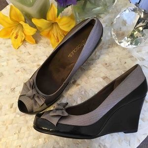 AEROSOLES Gray & Black Peep Toe Wedge Shoes Sz10M